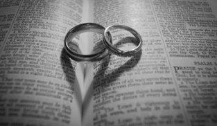 Wedding rings black and white photo