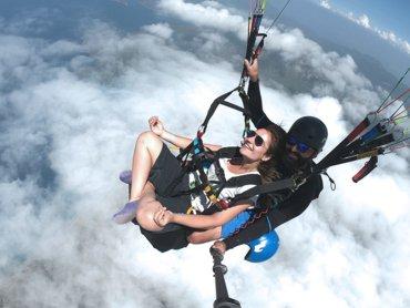 Yamaç Paraşütü Fotoğrafı Bulutların Üstünde