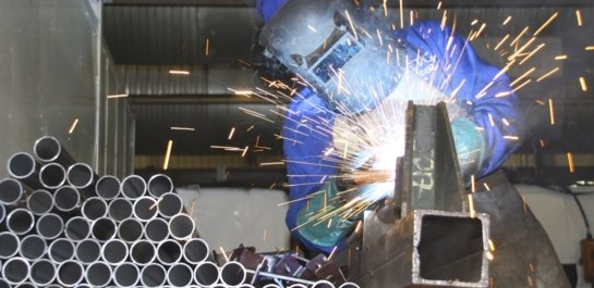 Aluminium worker cutting pipes